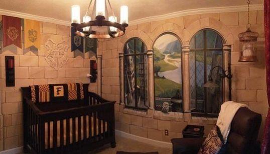 Dos padres crean una habitación 'encantada' para su pequeño