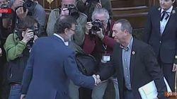 El saludo de Rajoy a Baldoví tras su
