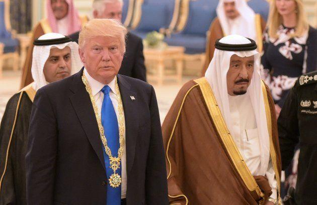 El rey de Arabia Saudí, Salman bin Abdulaziz al-Saud, y el presidente de EEUU, Donald Trump, tras su...