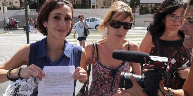 La juez cita a Juana Rivas el próximo martes, por primera vez tras entregar a los