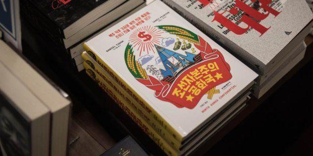 El libro de la discordia, a la venta en una librería de Seúl (Corea del Sur), ayer