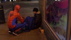 Un Spiderman inglés se gana el corazón de los