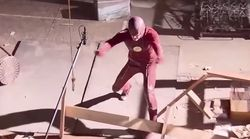 Lo ridículo que es un superhéroe cuando le quitan los efectos
