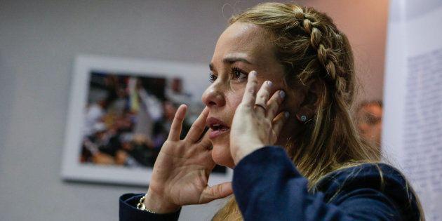 Lilian Tintori, esposa del dirigente opositor preso Leopoldo L�pez, ofrece una rueda de prensa el pasado...
