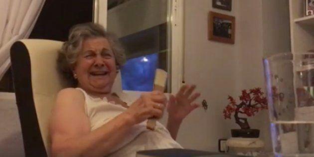 Una tronchante abuela sevillana se ha hecho famosa por comentar 'Juego de