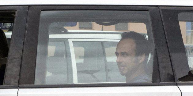 Francesco Arcuri, expareja de Juana Rivas, en la parte trasera del coche, el pasado mes de