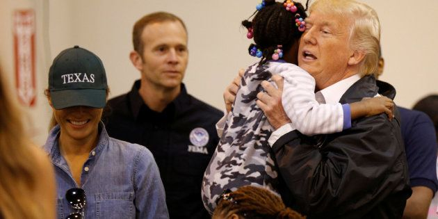 Donald y Melania Trump visitan a los damnificados por el huracán en