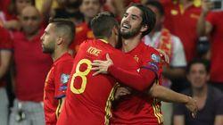 España vence y convence con su fútbol de