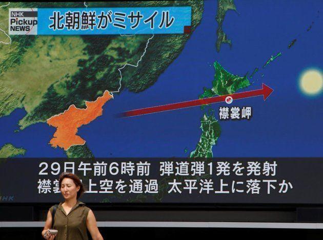 Una televisión japonesa, informando del lanzamiento de la pasada semana por parte de Corea del