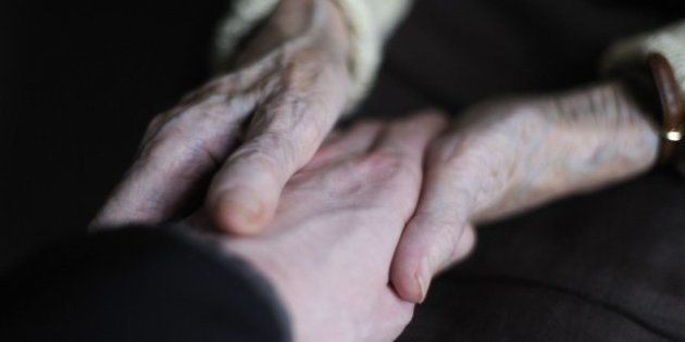 Francia aprueba la sedación terminal y rechaza la