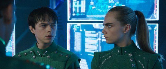 El mayor Valerian (Dane DeHaan) y la sargento Laureline (Cara Delevingne) en 'Valerian y la ciudad de...