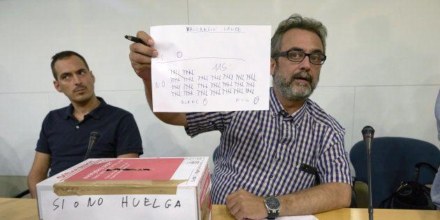 El asesor del comité de huelga de los trabajadores de Eulen del Aeropuerto de Barcelona-El Prat, Juan...