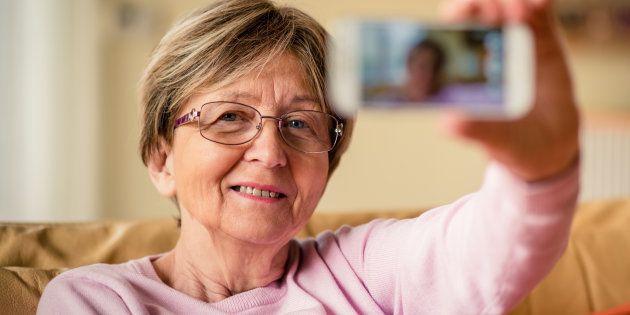 Esta abuela demuestra que los 'selfies' no tienen