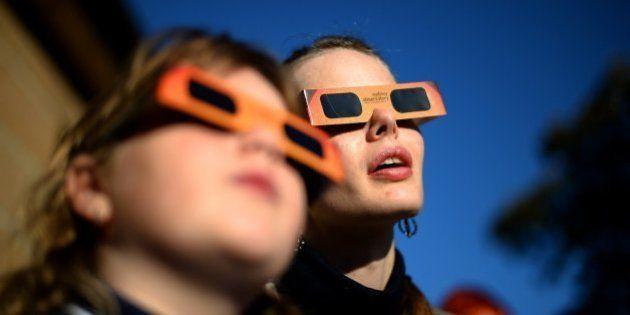 ¿Qué pasa si veo el eclipse de Sol sin gafas? Las consecuencias de observarlo sin
