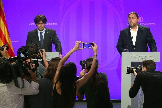 Carles Puigdemont y Oriol Juqueras(d), comparecen ante los