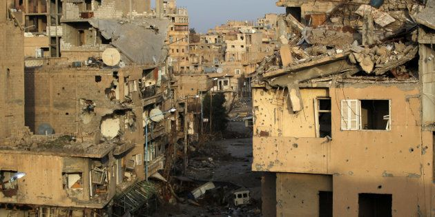Destrucción en las calles de Deir Ezzor, en una imagen de archivo tomada en febrero de