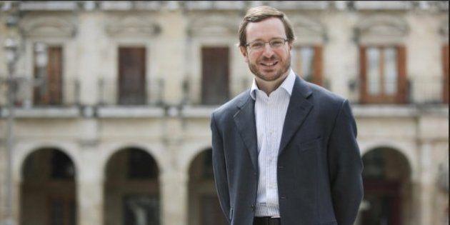 El alcalde de Vitoria (PP) se casa con su novio desde hace 19