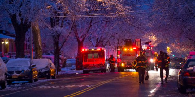Al menos siete niños mueren en un incendio en Nueva