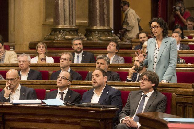 El Parlament debate la ley de referéndum en un clima de crispación y tras los intentos de la oposición...