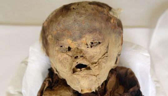 Es la momia de un niño enterrado en Perú hace más de 1.000 años