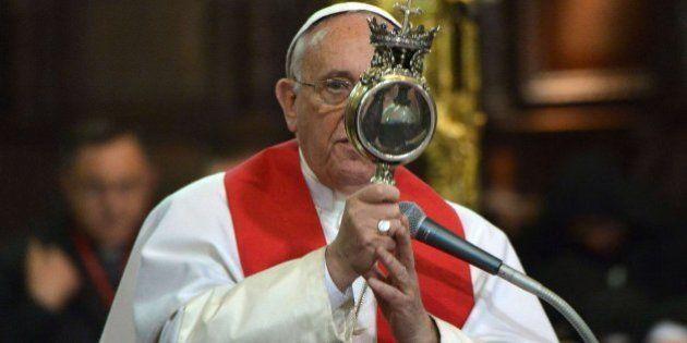 ¿Milagro? La sangre de san Genaro se licua ante el papa