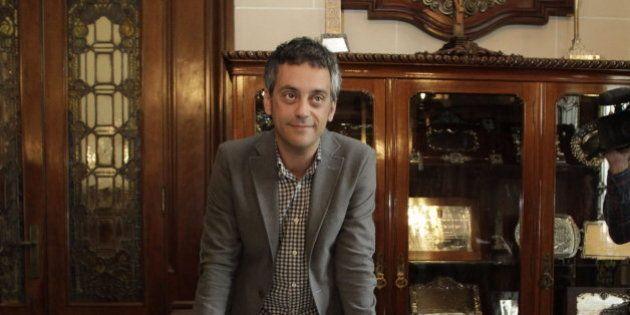 Chillidos y lloros: el momentazo del alcalde de A Coruña en directo en la