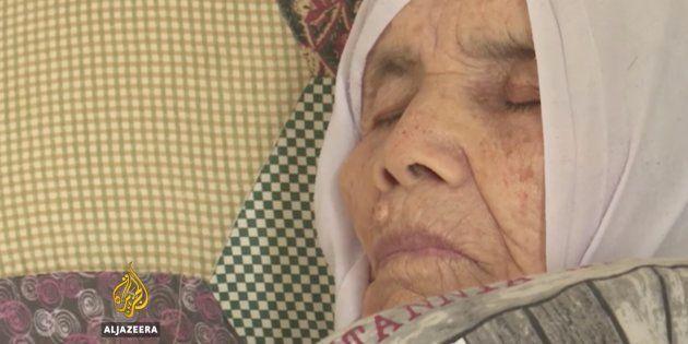 Bibihal Uzbeki, recostada en su cama, en la localidad sueca de