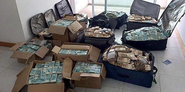 Las maletas y cajas del exministro, repletas de
