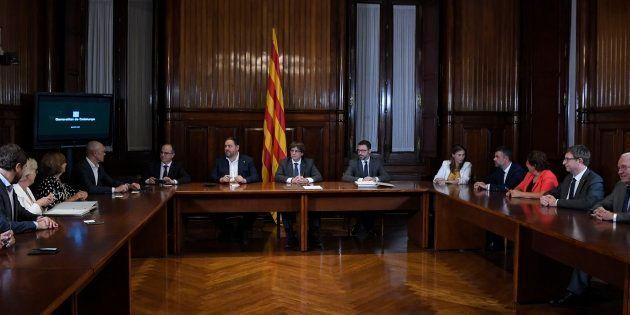Puigdemont y el Govern firman el decreto del