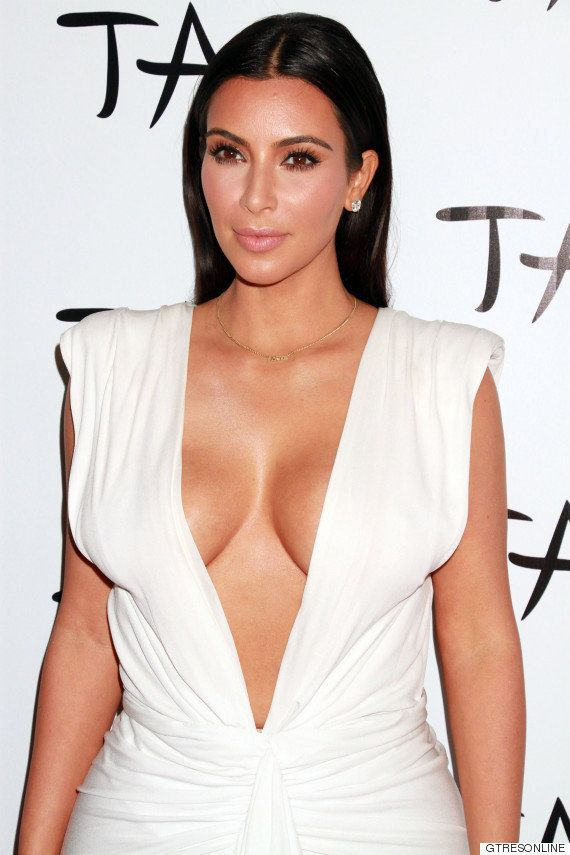 Kim Kardashian muestra su truco para lucir escote