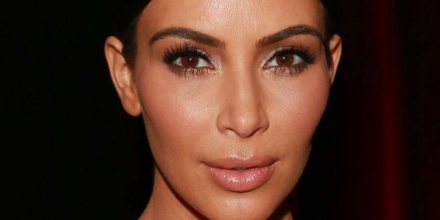 Kim Kardashian vuelve a desnudarse, ahora junto a Emily