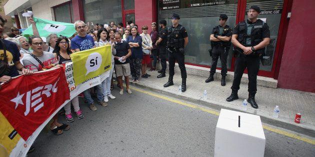 La Guardia Civil registra el semanario 'El Vallenc' en busca de material
