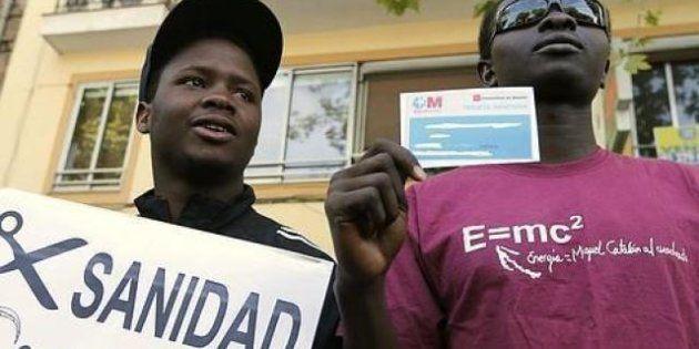 Los inmigrantes irregulares recuperan la atención primaria pero no la tarjeta