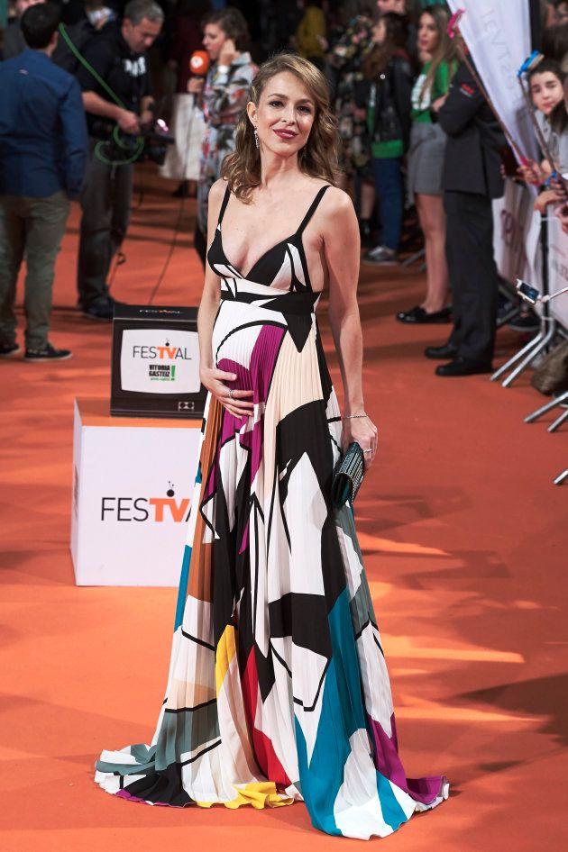 La actriz Silvia Abascal muestra su embarazo en el estreno de 'La Catedral del Mar' en