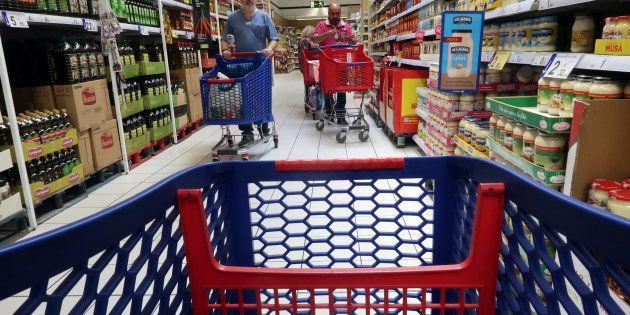 Un carrito de la compra en un supermercado en Cabrera de Mar, cerca de Barcelona, en mayo de