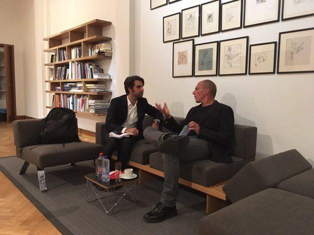 "Varoufakis: ""Madrid quiere aplastar a Cataluña para darles una"