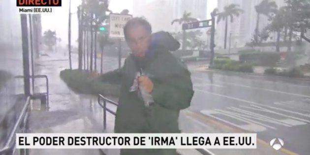 El corresponsal de Antena 3 en EEUU las pasa canutas en pleno huracán
