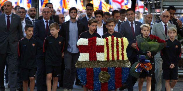 El presidente del FC Barcelona, Josep Maria Bartomeu, en la ofrenda floral al monumento a Rafael Casanova...