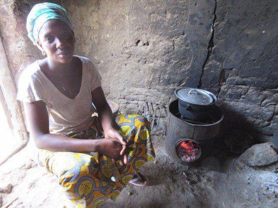 Cocinas que salvan bosques y ayudan a las
