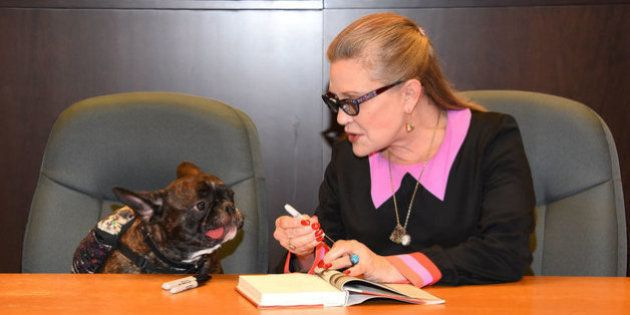 El famoso perro de Carrie Fisher se despide de ella en