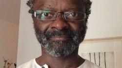 Lanzan un cordero negro agonizante en el patio del primer alcalde de origen africano de