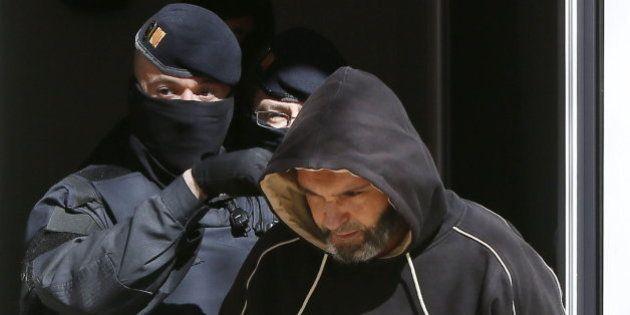 Los presuntos yihadistas detenidos en Barcelona planeaban degollar a un