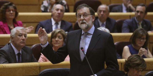 El presidente del Gobierno, Mariano Rajoy, interviene en la sesión de control al Ejecutivo de este