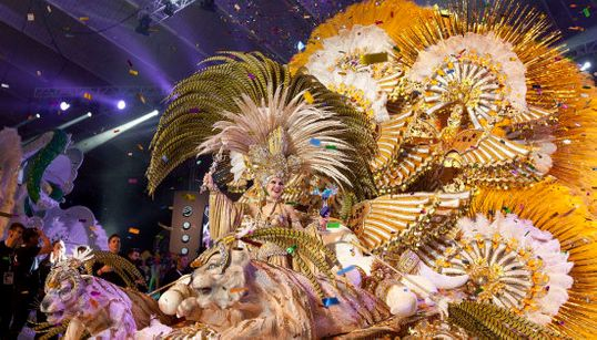 Cecilia Navarro, coronada reina del Carnaval de Santa Cruz de Tenerife