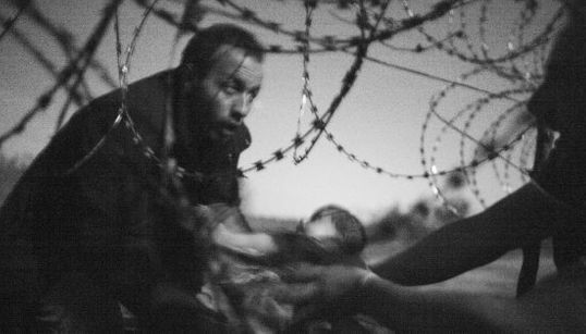 Una imagen de los refugiados y las fronteras gana el World Press Photo