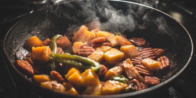 ¿Qué es el glutamato monosódico y qué alimentos lo