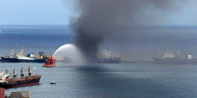 Arde un enorme buque al sur de Gran