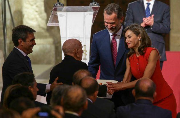 Los reyes Felipe y Letizia entregan el Premio Nacional de Tauromaquia 2016 al ganadero Victorino