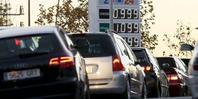 Los precios moderan su caída al 0,7% por la subida de la gasolina y los
