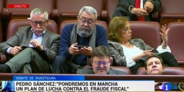 Cándido Méndez explica su polémica imagen con el móvil en la tribuna durante la